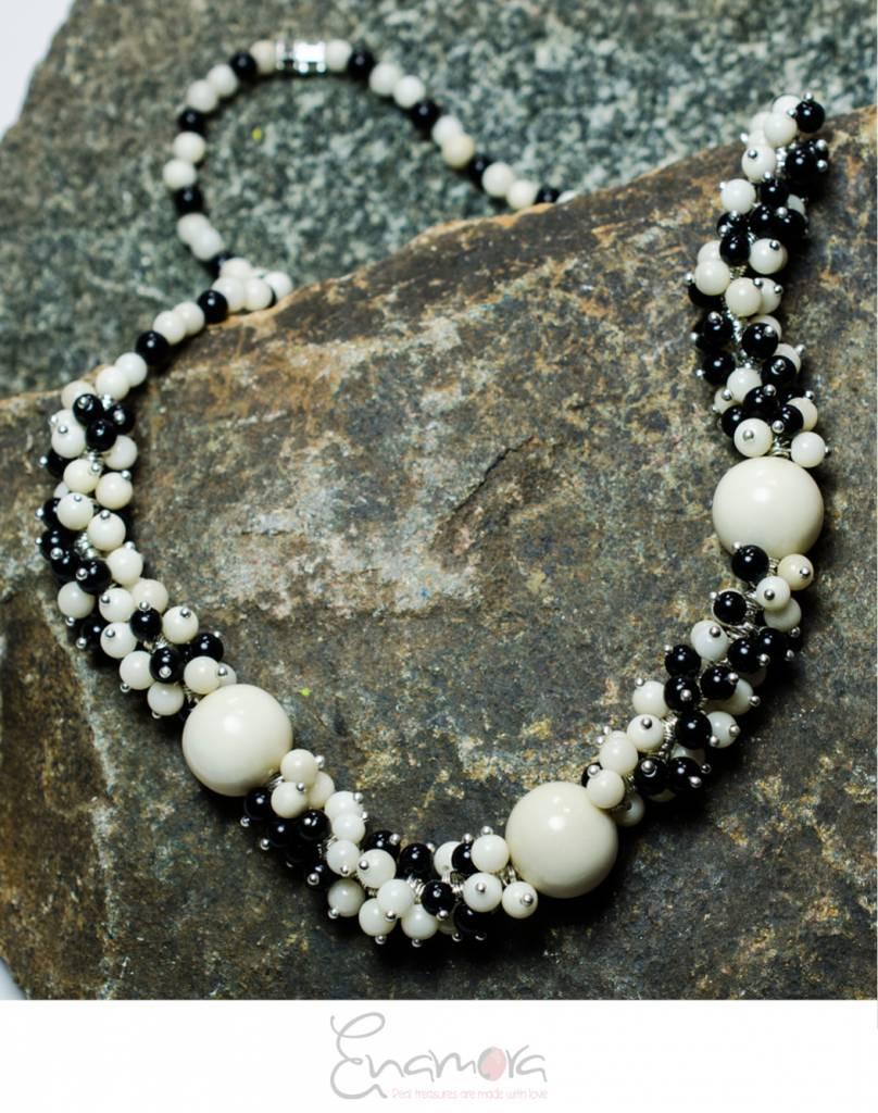 Enamora Wit met Zwart Tagua parel sieraden