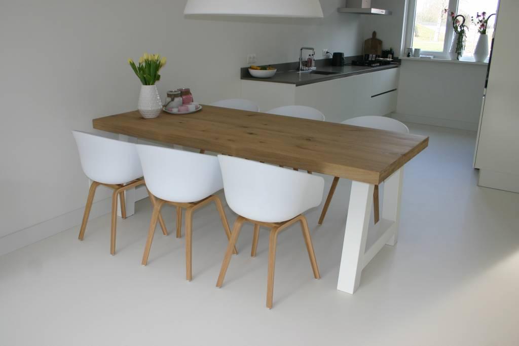 Eettafels met stalen tafelpoten