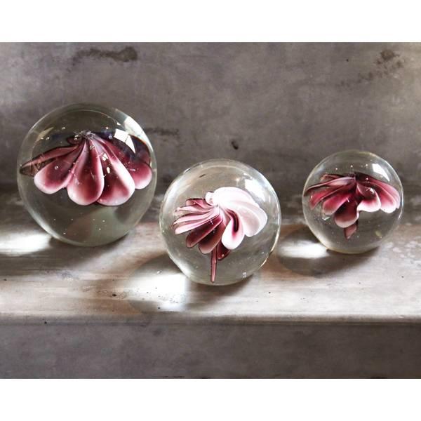 hkliving glaskugel mit blume rosa l neue kollektion 2018 orangehaus. Black Bedroom Furniture Sets. Home Design Ideas