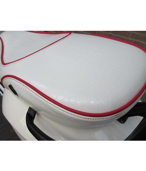 Wit Croco zadel voor de Vespa Primavera en Sprint