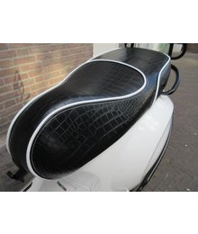 Croco mat black zadel voor Vespa Primavera en Sprint