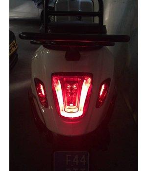 Smoke LED achter knipperlichten Vespa Sprint en Primavera achterzijde