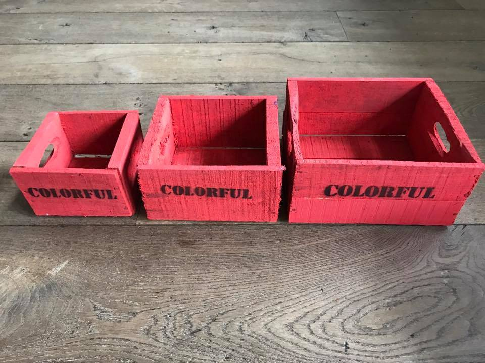 Set of 3 small red boxes