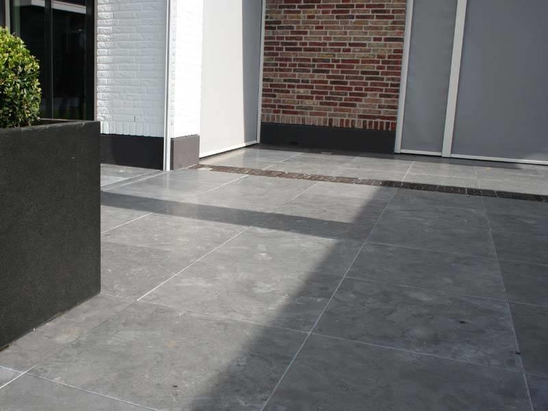 Natuursteen Tegels Buiten : Natuursteen terrastegels reijmer sierbestrating