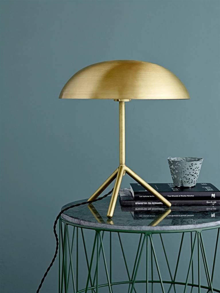 bloomingville lampe de table tripod laiton bross or living and company. Black Bedroom Furniture Sets. Home Design Ideas