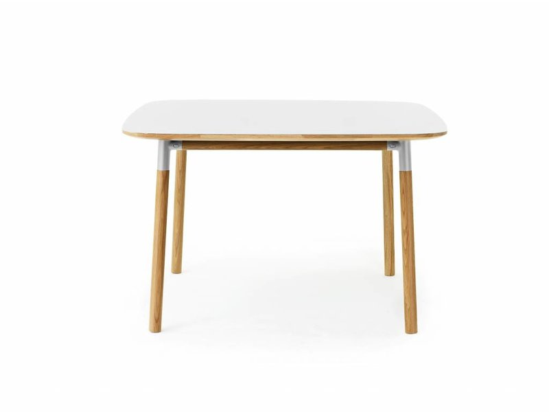 Normann copenhagen form tafel eiken wit living and co