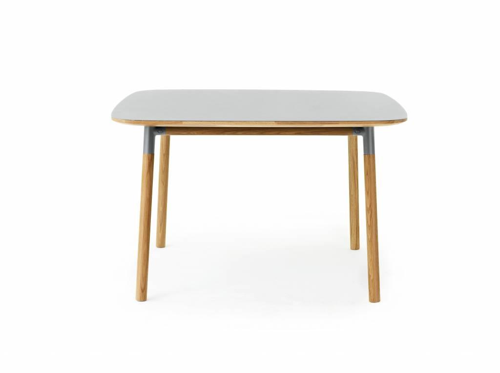 Normann copenhagen form tafel eiken grijs living and co for Tavolo rovere grigio