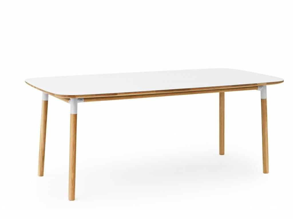 normann copenhagen form tafel eiken wit living and co. Black Bedroom Furniture Sets. Home Design Ideas