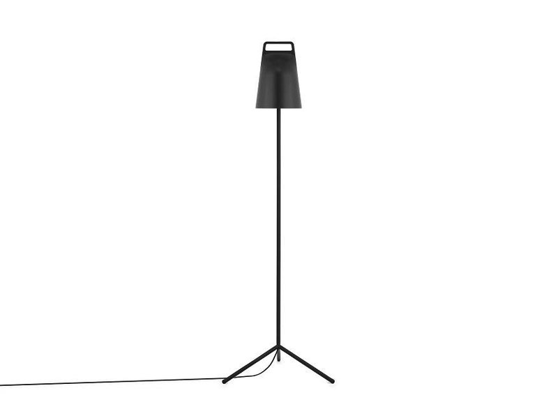 Normann Copenhagen Stage floor lamp black - LIVING AND CO.