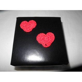 Geschenkverpackung mit 2 kleinen Herzchen