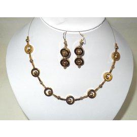 UK Collection Kette mit goldfarbenen Perlen