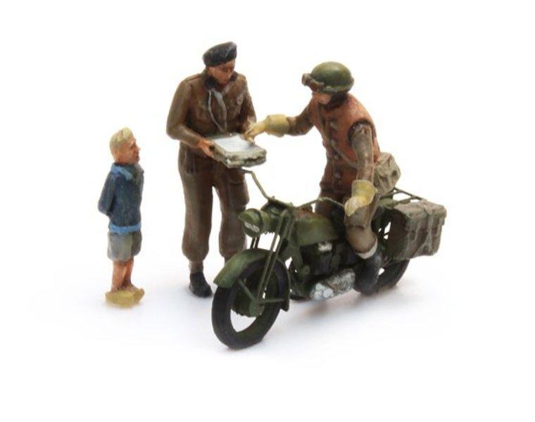 UK Triumph Motorcycle + 3 Figures