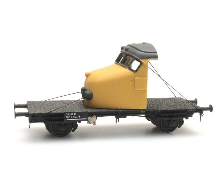 Dutch 2-axle flat car with 'Hondekop' yellow
