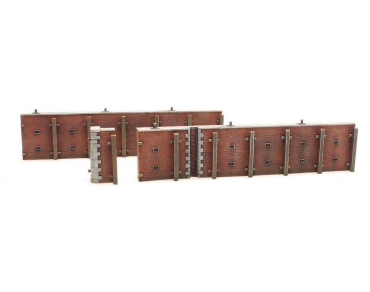 Kaimauer aus Ziegelstein
