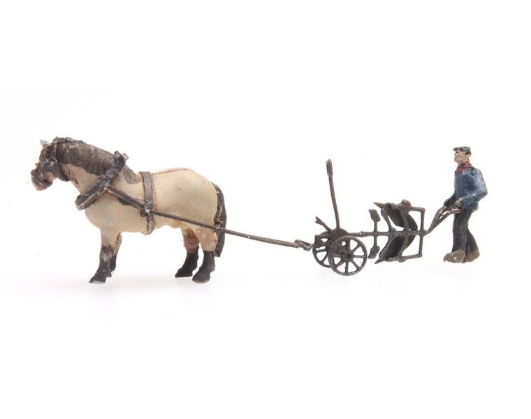 Pferd und Pflug