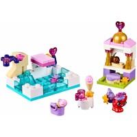 41069 Disney Princess Een dag bij het zwembad met Treasure