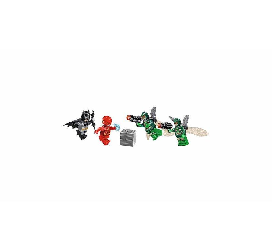 76086 DCC Super Heroes Knightcrawler tunnelaanval