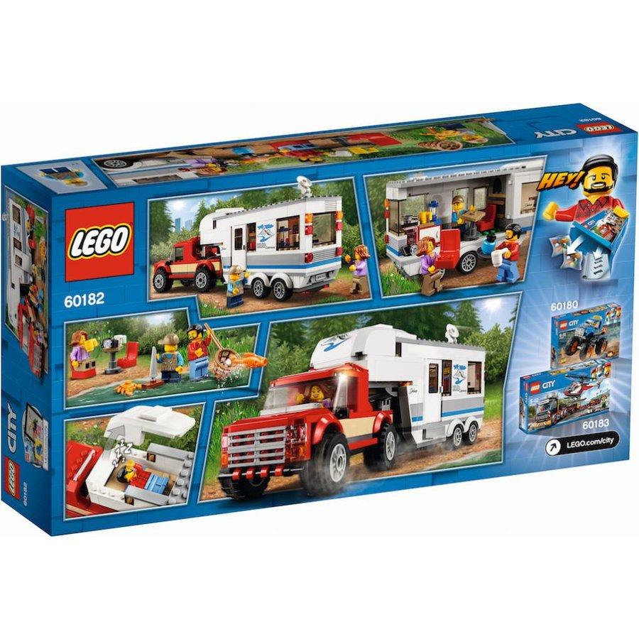 60182 City Pick-up truck en caravan