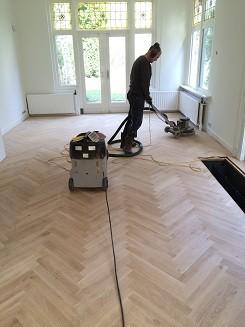 Visgraat tapis parketvloer schuren en oliën in Soest (5)