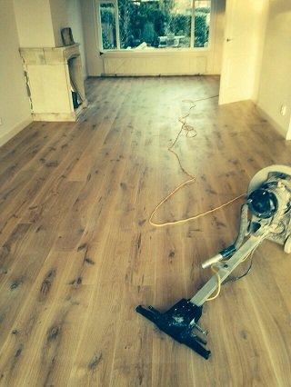 Begane grond vloer voorzien van verlijmde eiken houten vloer in Naarden (10)