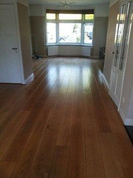 Glimmende eiken houten vloer schuren, frezen, polijsten en voorzien van een 2-componenten olie (14)