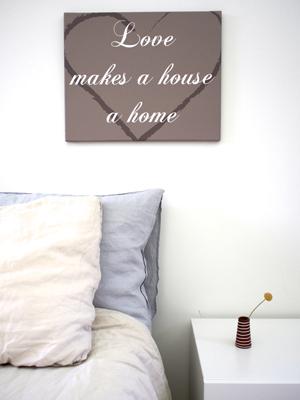 geef je slaapkamer een extra romantische tint door een bijzonder gedicht op canvas boven je bed te hangen er zijn veel leuke teksten op canvas die je