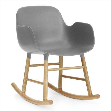 Normann Copenhagen Schommelstoel met armleuning Form grijs kunststof eiken hout 73x56x65cm