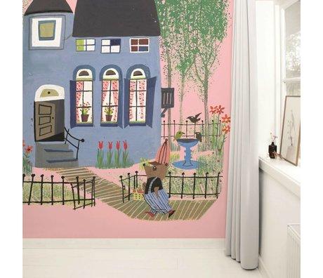 KEK Amsterdam Behang Bear with Blue House pink multicolour vliespapier 243,5x280cm