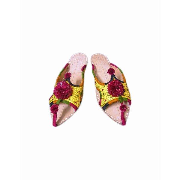 Indische Leder-Pantoletten Schuhe mit Pompons in Goldgelb