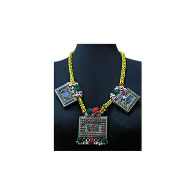 Tribal necklace with big pendants