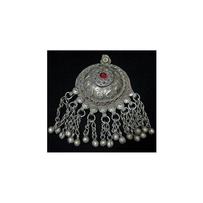 Tribal Pendant - Brüstchenform with chain