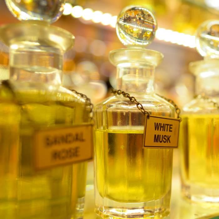 Alkoholfreies Parfüm und Parfümöle Ohne Alkohol Abgefüllt