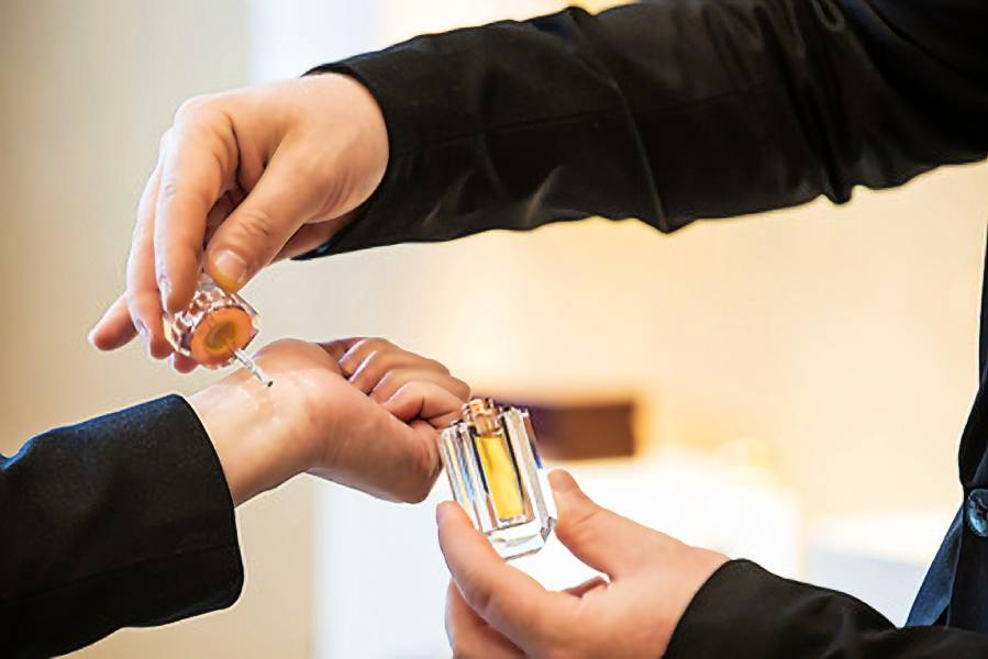 How to use and apply concentrated perfume oils?