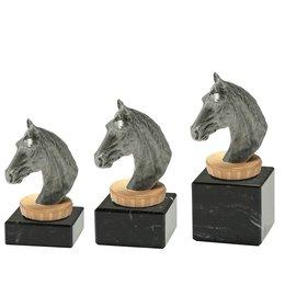Paard figuur op marmer
