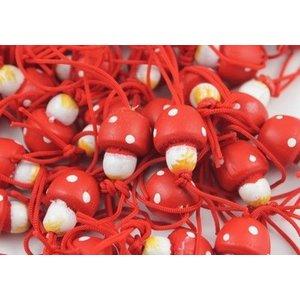 Gelukspoppetje paddestoel 1,5 cm rood met witte stippen aan koordje