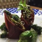 Rulos de carpaccio rellenos de alcachofa