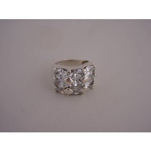 Zilveren ring met 9 kleurloze sierstenen