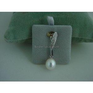 Zilveren hanger met parel en diamanten