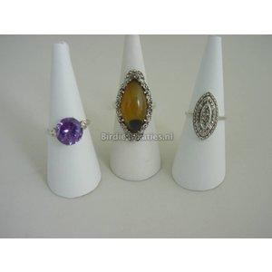 Drie diverse zilveren ringen