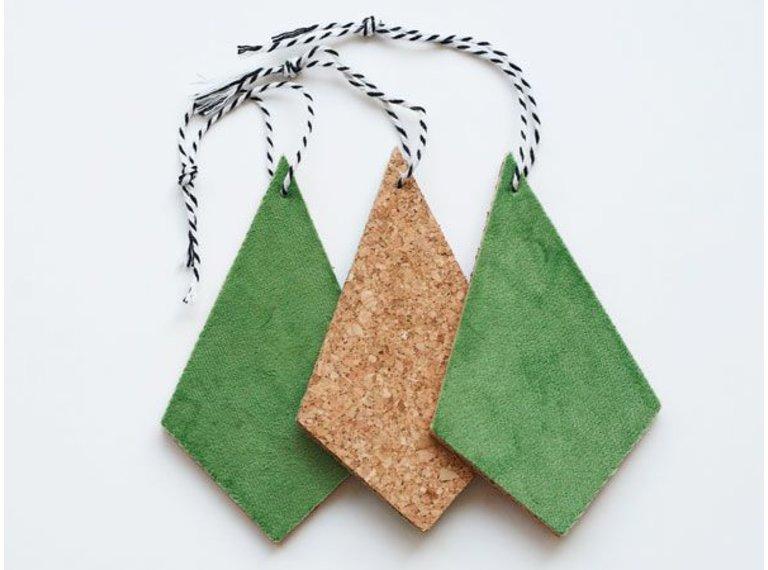 Drie hangers kurk met groen velours