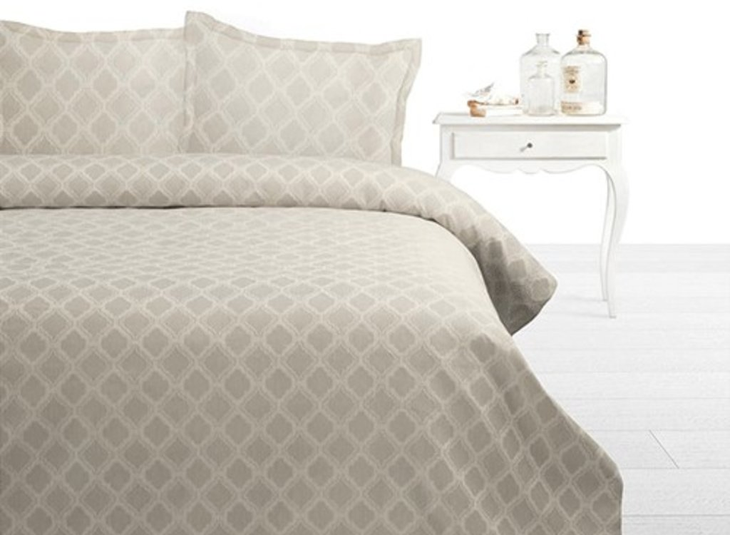Fancy Embroidery Bedsprei Adele - Creme