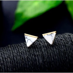 MARBLE TRIANGLE STUD EARRING IN WHITE