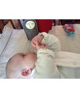 Jizo met een knuffeldoekje voor een baby