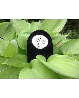 Een reisamulet, de pelgrim Jizo met wenssteen.