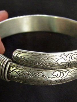 Upperarm bracelet
