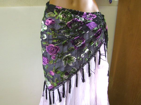 Fringescarf black with flowers