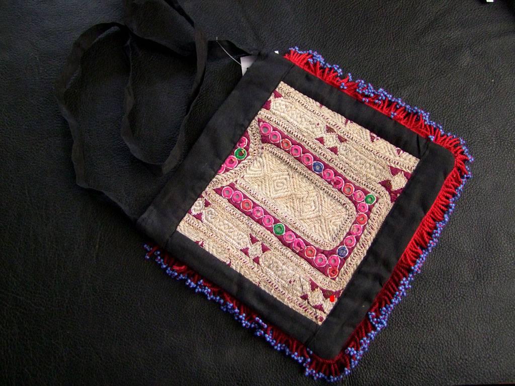 Tasche mit Kuchi Stickerei