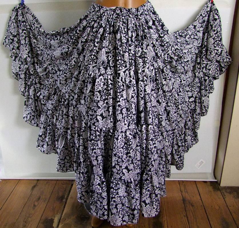 25 yards Black & White skirt deluxe