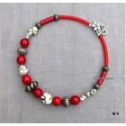 Rood met witte ketting