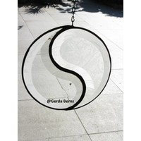 Yin-yang raamhanger van facetgeslepen glas